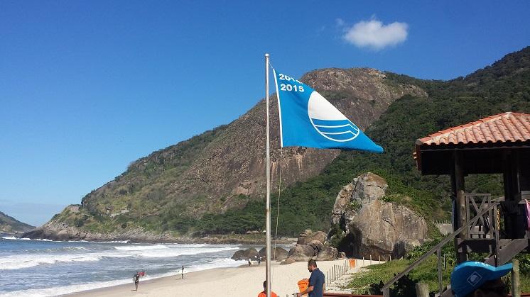 03_08_15_prainha_rj_bandeira_azul