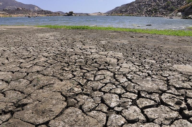 Açudes; Gargalheira em Acari, com pouca agua Açude; Dourado em Currais Novos com pouca água Crédito da foto: Eduardo Maia
