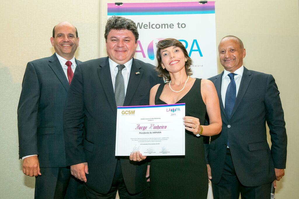 Simone Varella recebe o prêmio Lampa do Hapvida