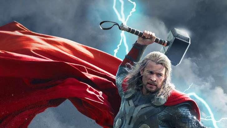 © Facebook/Marvel Mjolnir: a réplica do martelo de Thor é pesada devido ao eletromagnetismo