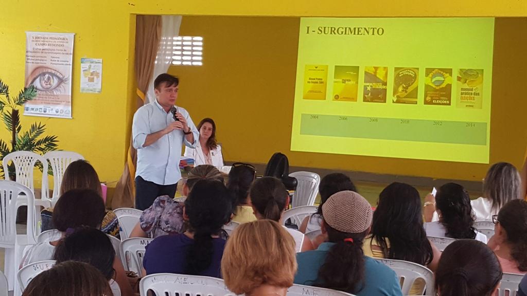Jarbas Bezerra na palestra para professores de Campo Redondo