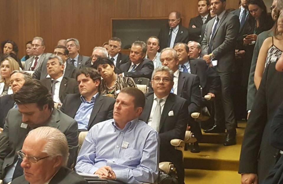 Presidente do Cremern presente na reunião