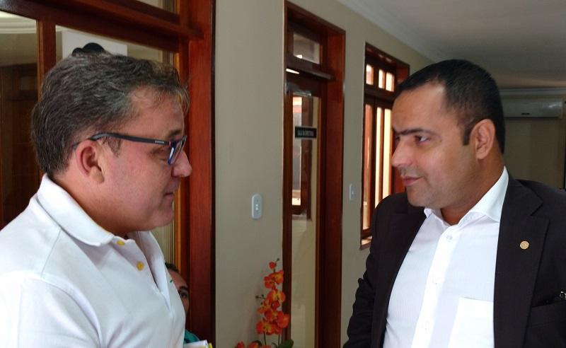 Batata conversa com o presidente estadual da OAB, Paulo Coutinho