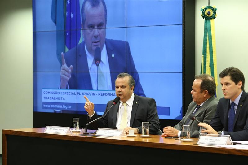 Rogério na comissão da reforma trabalhista_foto Alexssandro Loyola (1)