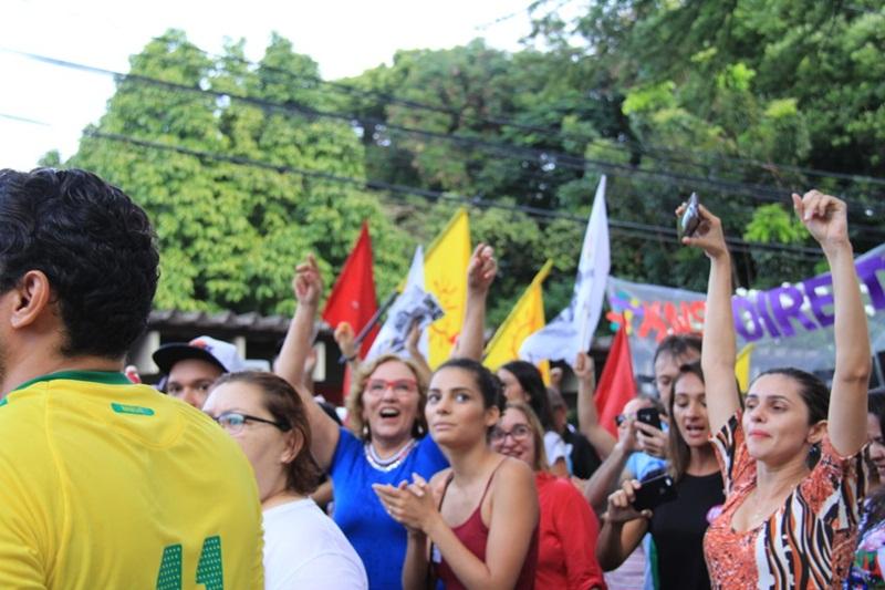 Zenaide Maia participa do protesto