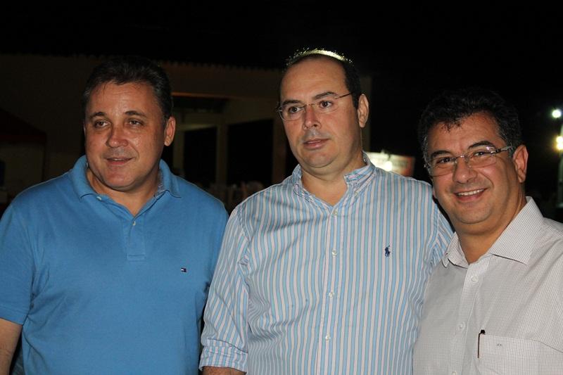 Legenda: Prefeito Batata, secretário Guilherme Saldanha (Agricultura) e presidente da FAERN, José Vieira.
