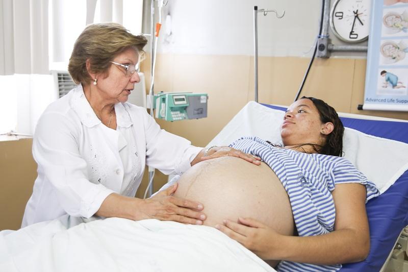 Para investigar os caminhos que fazem com que a gravidez na adolescência se relacionem com desfechos adversos, os pesquisadores vão comparar dados de saúde de 100 gestante