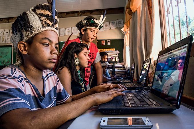Índios conectados: no interior de Minas, 60 estudantes indígenas passaram a ter acesso à banda larga (Fabiano Accorsi/Revista EXAME)