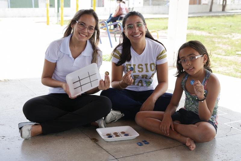Estudantes da Facisa trabalharam os temas sustentabilidade e educação ambiental com teatro, oficina de brinquedos com recicláveis, contação de histórias e gincana