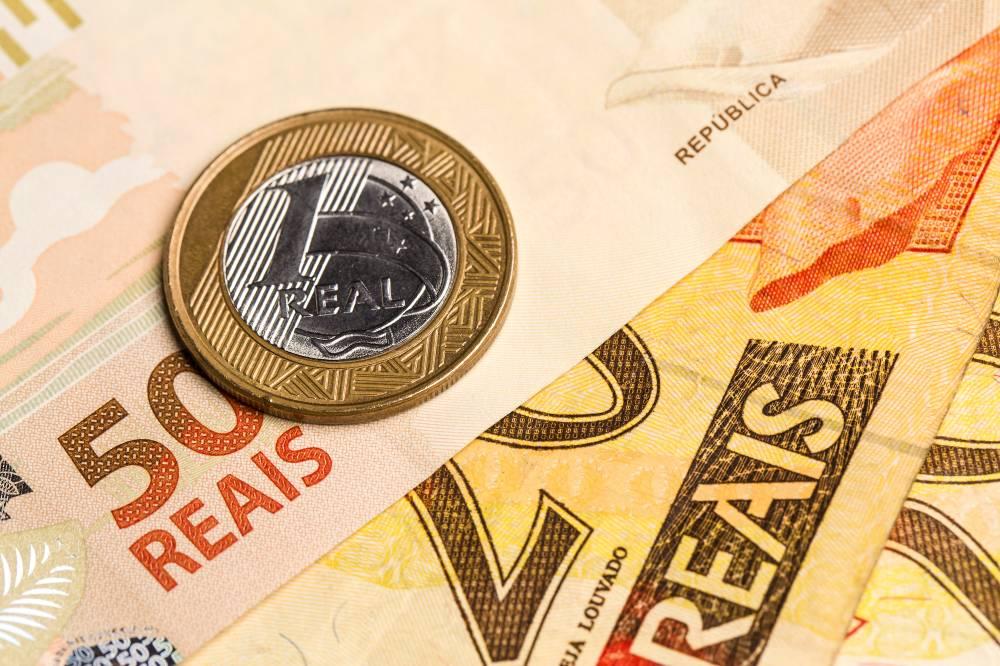 A lei determina que a correção do salário mínimo seja feita pela inflação do ano anterior e variação do PIB de dois anos antes (IStock/Getty Images)