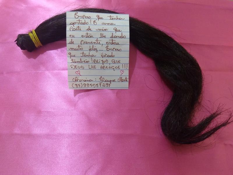 Cabelos doados pela população garante matéria prima para montagem das perucas de fios naturais (2)