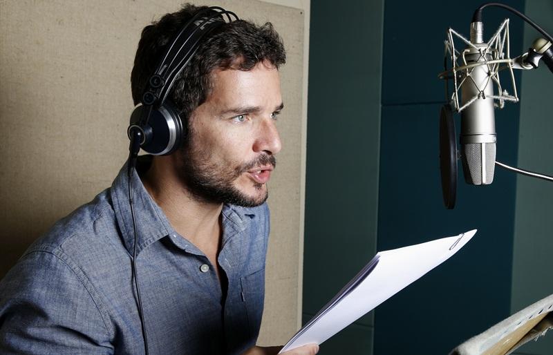 Daniel de Oliveira narrando a série (Foto: Marcos André Pinto/Discovery)