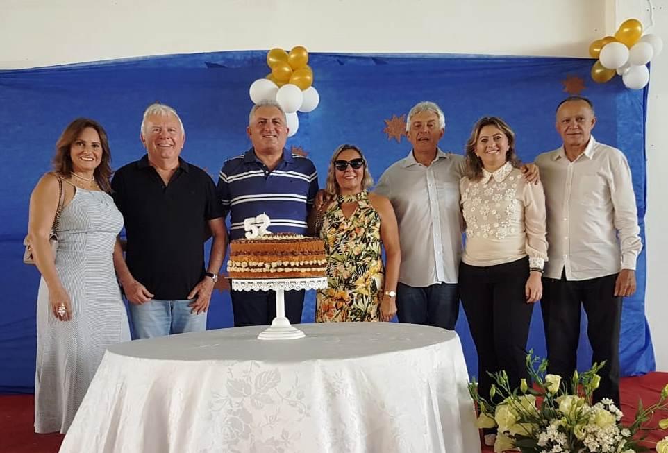 Legenda foto: Katia Marques, Maurício Marques,Irani Guedese a esposa Sandra, João Maia, Shirley Targino e o prefeito Rosano Taveira.