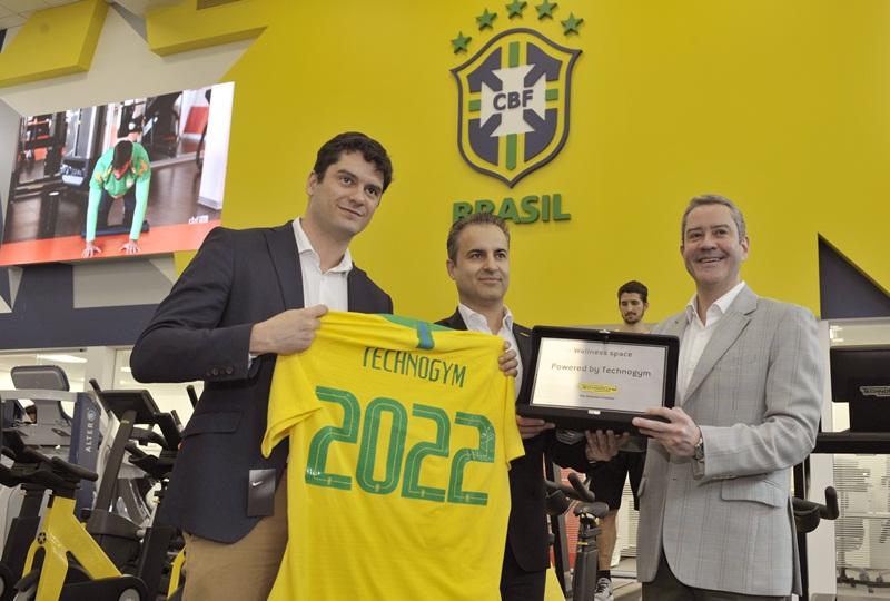 Da esquerda para a direita: Vitor Aguinaga (diretor de Marketing da Technogym), Ruben Nieto (presidente da Technogym no Brasil)e Rogério Caboclo (Diretor-Executivo da CBF)